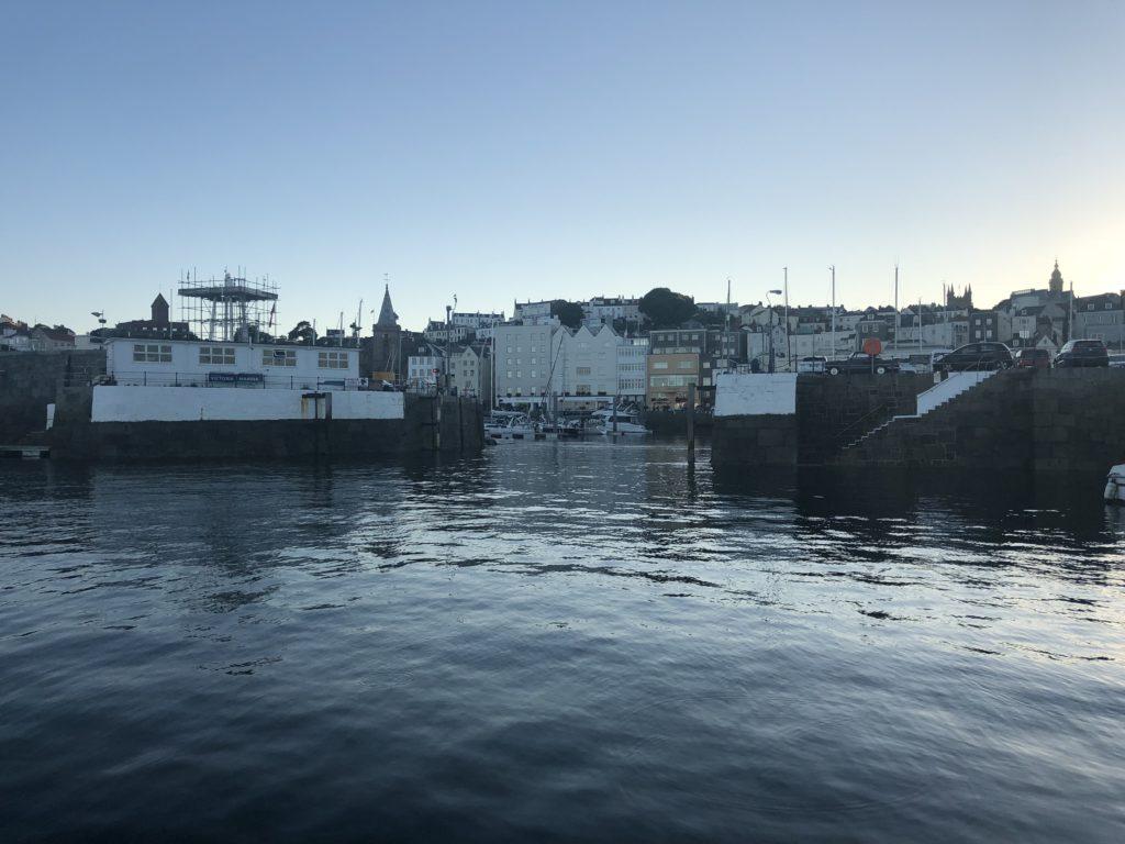 De drempel in de haven van Peter Port, Guernsey
